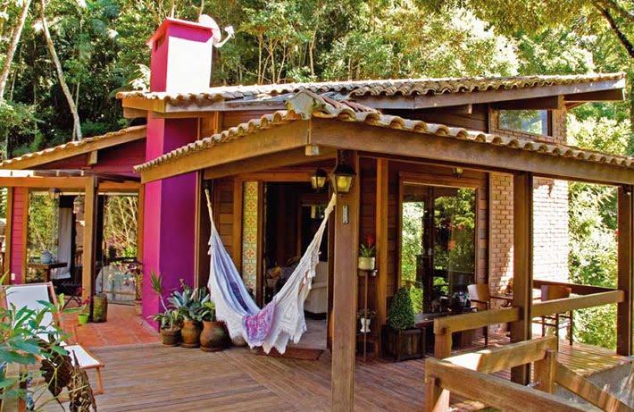 decoracao de interiores em casas de madeira:Um chalé na região serrana do Rio de Janeiro, para descansar, curtir