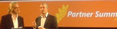 Erik Blix och Lars Backhans från Microsoft drar en dialog på Microsoft Partner Summit 2007