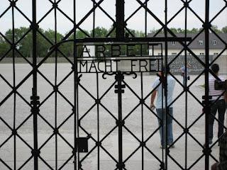 Arbeit macht frei Dachau Eingang