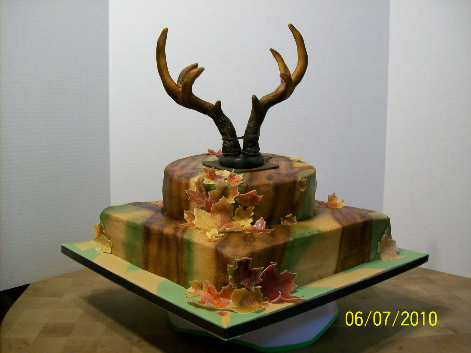 Pin Wedding Ivory Camo Deer Bow Hunter Hunting Cake Topper