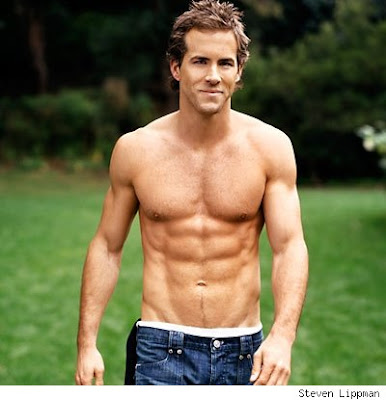 ryan reynolds shirtless in green lantern. ryan reynolds bodybuilding.