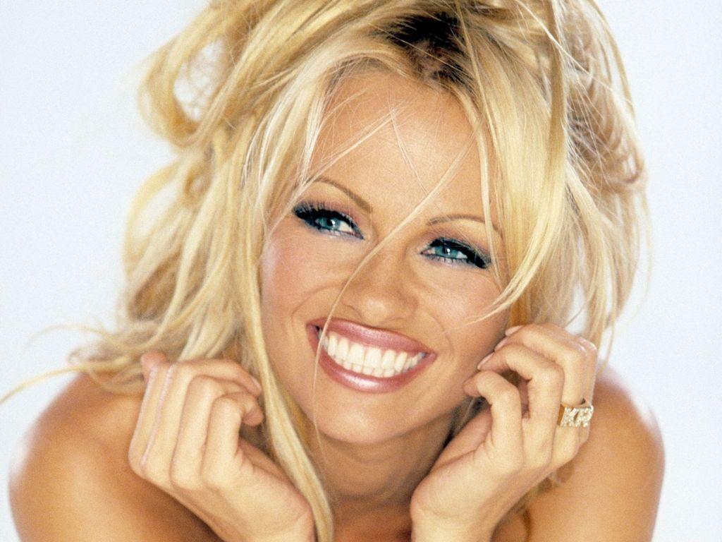 hotest-e-celebrities.blogspot.com: Pamela Denise Anderson's life style