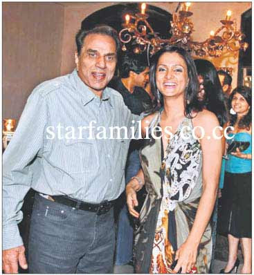 tania deol with dad-in law dharmendra