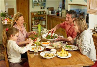 [family+dinner]
