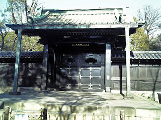 nyutokumon gate in yushima seido