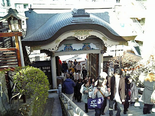 an entrance of yushima tenjin