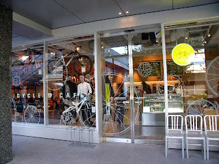 bicycle cafe in Tokyo