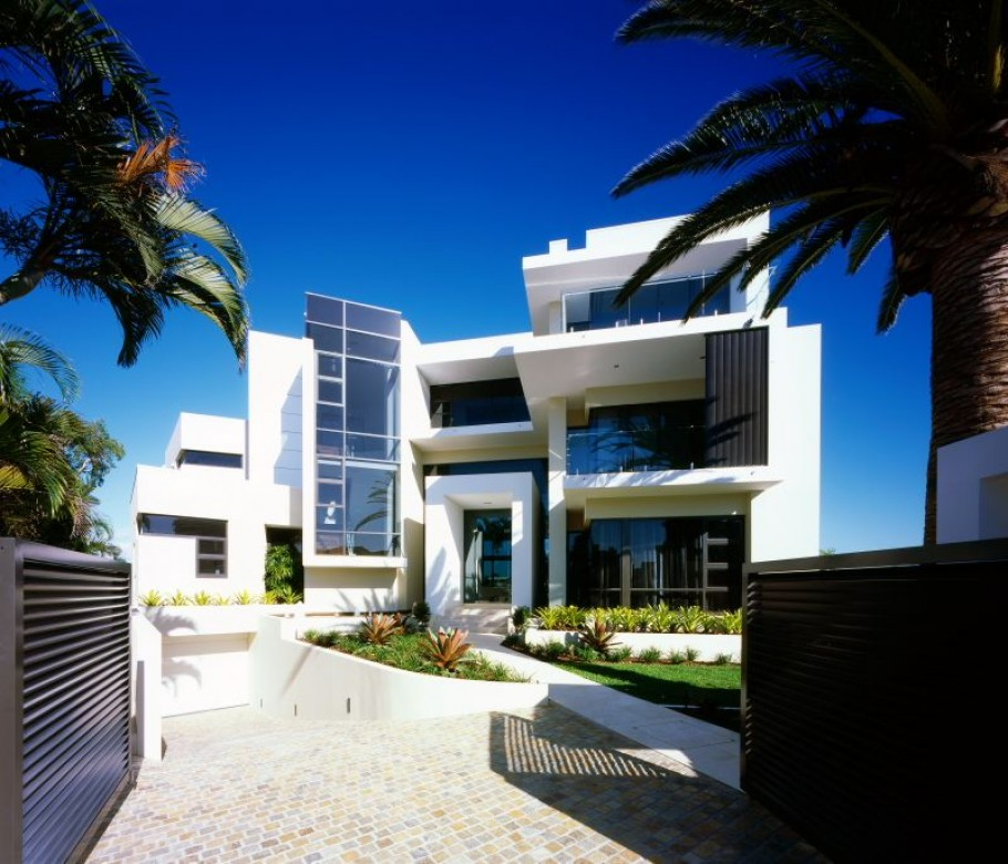 Luxury house in surfers paradise queensland australia for Modern beautiful house