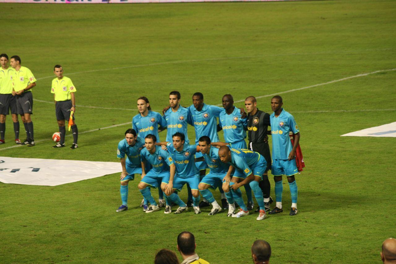 http://4.bp.blogspot.com/_vSh0C0BmyOE/TRHJPvmiJyI/AAAAAAAAAO8/4inN2vMrIsI/s1600/FC_Barcelona.jpg