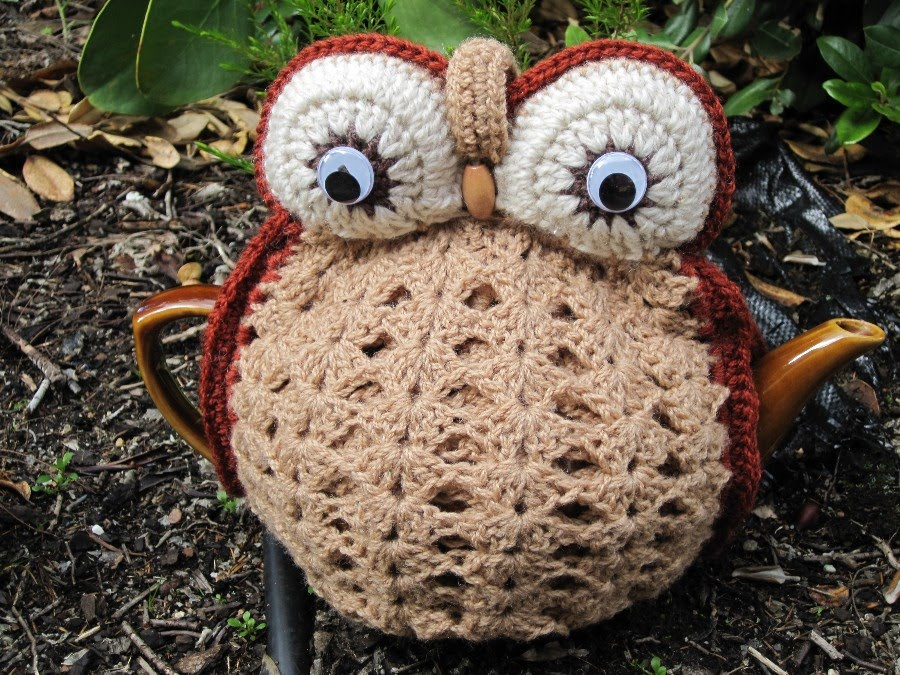 Knitted Owl Tea Cosy Pattern : Shazzas Knits: Owl Tea Cosies
