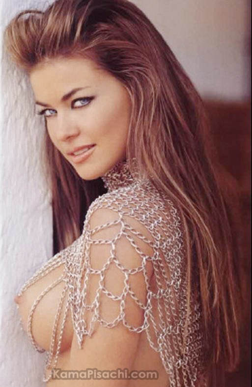 [carmen+electra+braless+showing+her+big+nipples.jpg]