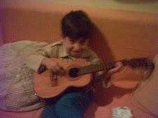 Reninho tocando Cavaquinho