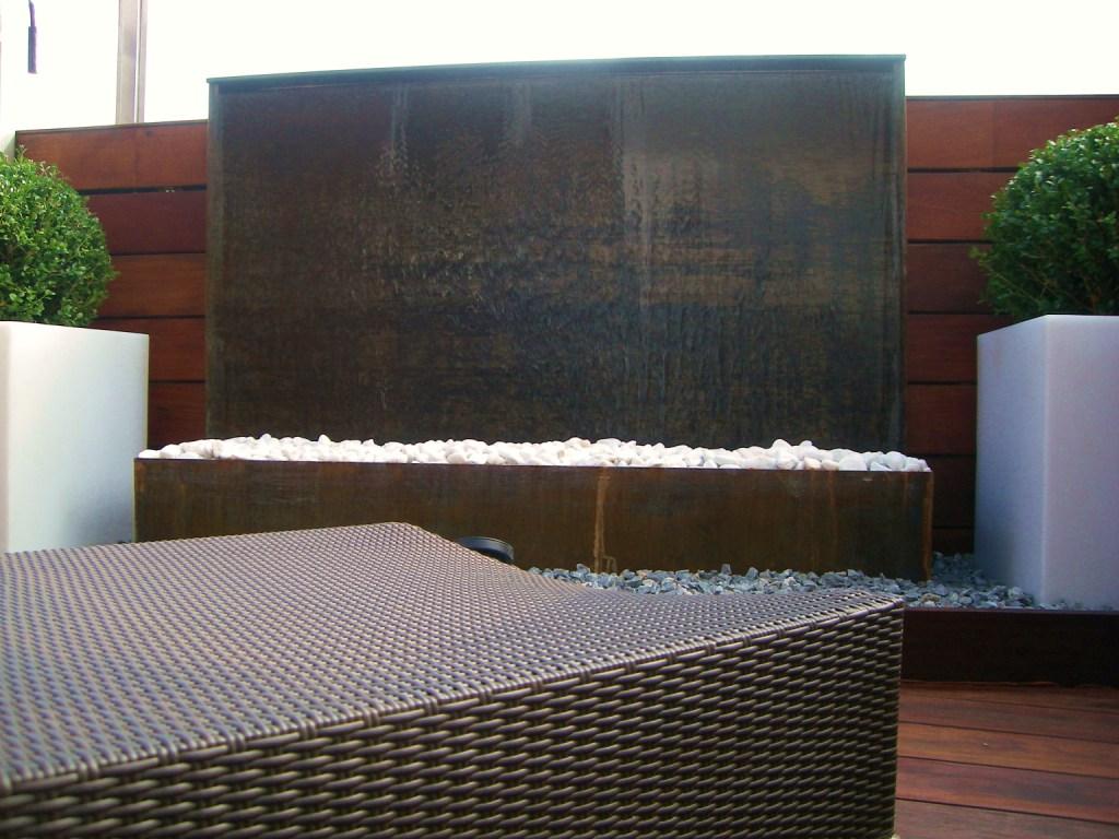 Aticos y terrazas elementos de decoracion agua - Fuentes de jardin rusticas ...