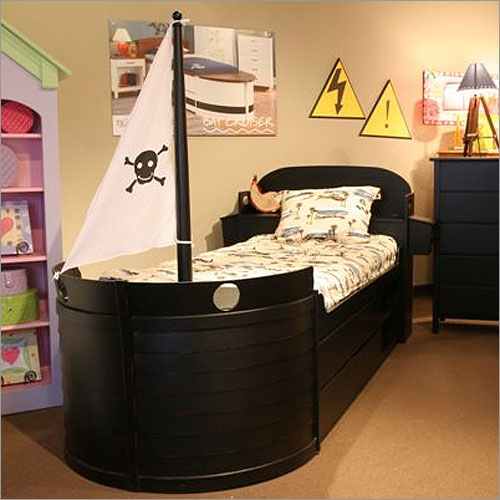 kids bed: pirate-