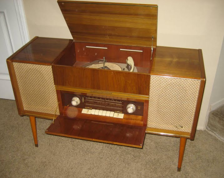 RCA Stereo Console 1960 http://1950satomicranchhouse.blogspot.com/2010/06/can-we-move-on-to-this.html