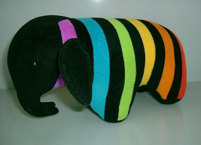Szivárványos elefánt