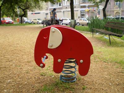 Elefánt a játszótéren