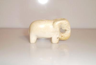 Kis kő elefánt