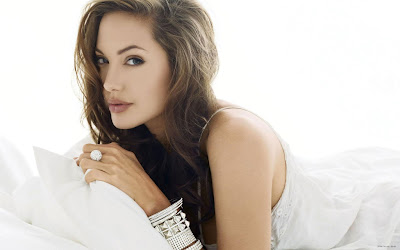Hollywood Actress Angelina Jolie hotted Photo Collection