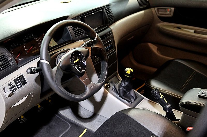 Modified Toyota Corolla Altis 2002 Pictures