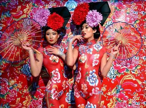 http://4.bp.blogspot.com/_vaBIYoXUg3Q/SXR7G1V2TxI/AAAAAAAAC44/bNV2fvW6zbE/s800/chinoises-peinture-corps.jpg