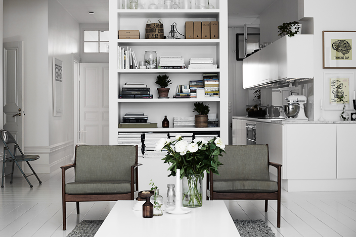 Slaapkamer Paarstinten : Black and White Open Kitchen to Living Room