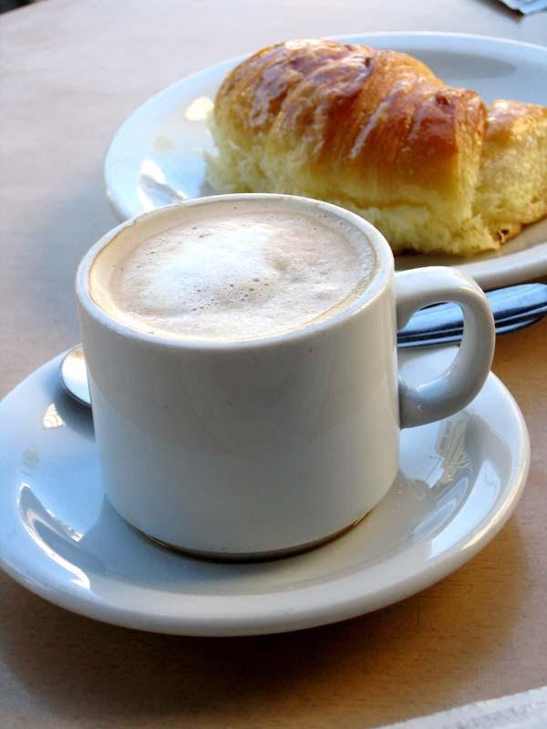 EL HILO DE LOS AMIGUETES XIII - Página 6 Cafe-croissant-petit-dejeuner
