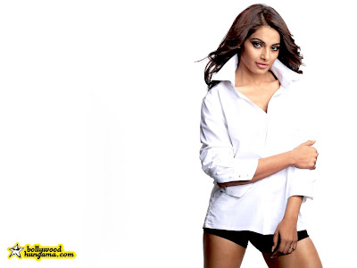 bipasha basu wallpaper. Bipasha Basu Wallpaper Only