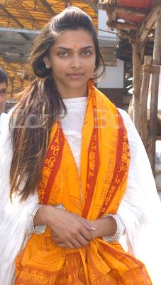 Deepika Padukone At Siddhi Vinay Temple.jpg