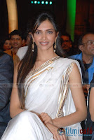 deepika in saree wallpaper7
