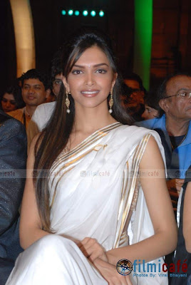 deepika in saree wallpaper