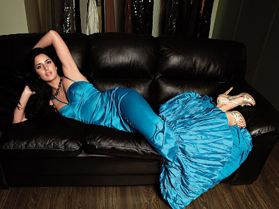 hot-sexy-heroine-desi-movie-celebrity-indian-bollywood-actress-katrina-kaif-blue-dress-sofa