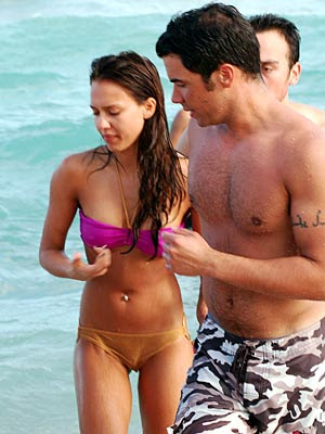 jessica alba and cash warren kiss. Alba#39;s husband Cash Warren