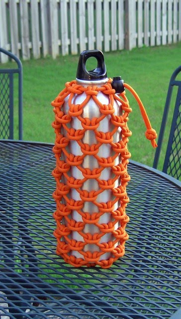Stormdrane's Blog: Cow hitched paracord water bottle sleeve...