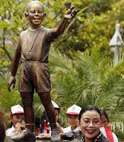 Patung Obama Mulai Didirikan
