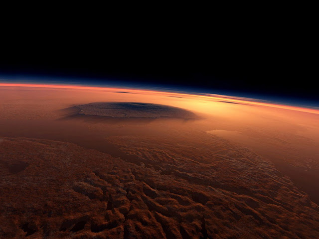 photo of mars at low altitude
