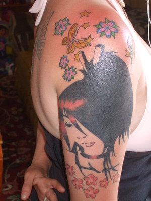 Amazing Female Shoulder Tattoo With Japanese Geisha Tattoo Design Picture 7