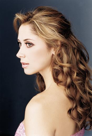 http://4.bp.blogspot.com/_vfZQgeRaurA/TVIj2-rv6NI/AAAAAAAAb_w/uZoWKzuwZig/s1600/Lara_Fabian_21.jpg