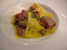 Ravioloni di topinambur, salsiccia di Bra e olio di nocciola