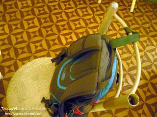 Jess's Bag is fasten in a chair in a coffee shop of Arequipa