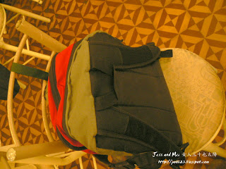 Mei's Bag is fasten in a chair in a coffee shop of Arequipa