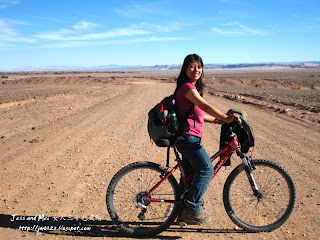 Mei with bike in Atacama desert