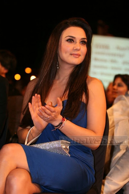 Gorgeous Preity Zinta flaunting sexy legs at  stardust awards
