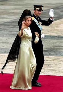 Vestidos largos de madrina con mantilla