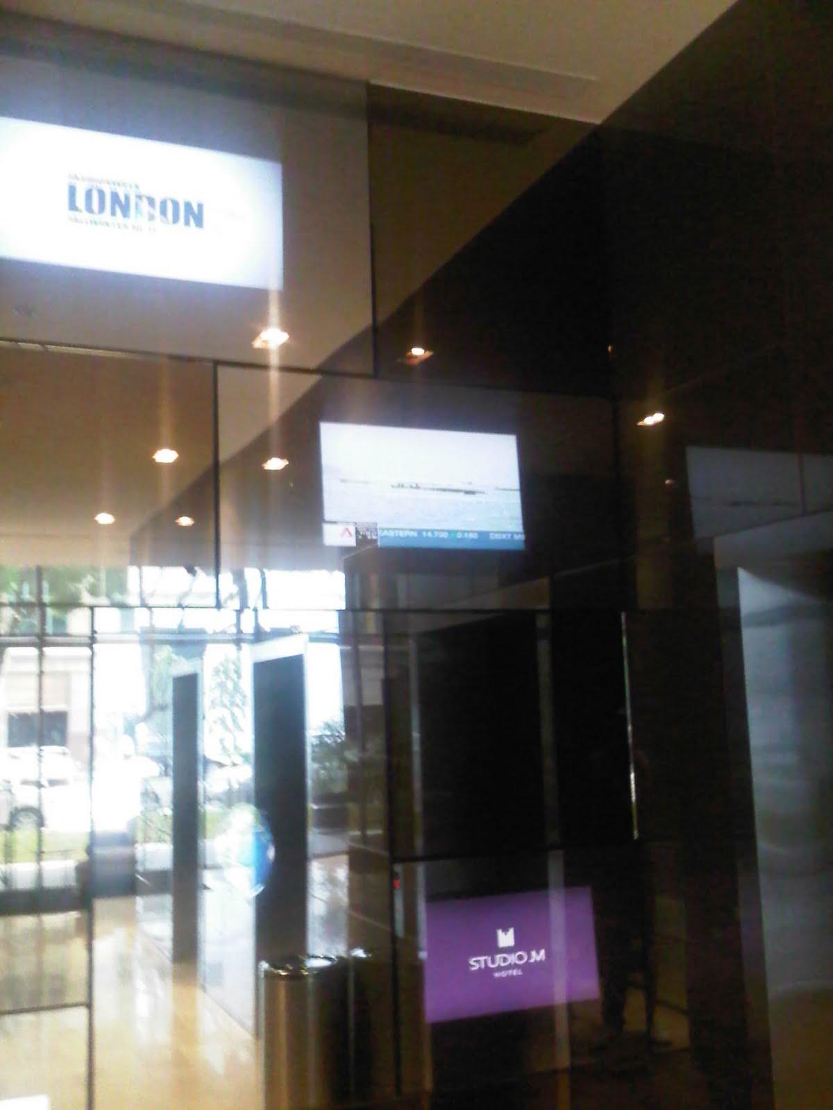 M fusion the digital signage people feature mirror tv for studio m hotel singapore - Studio m ...