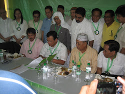GOV.Alvarado signing the Bulacan Muslim Affair Consulative Council