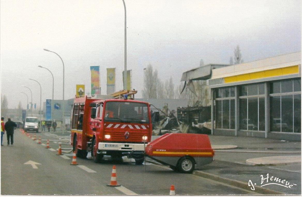 Collectionneur de timbres et de cartes postales cartes postales de sapeurs pompiers - Garage renault le creusot ...