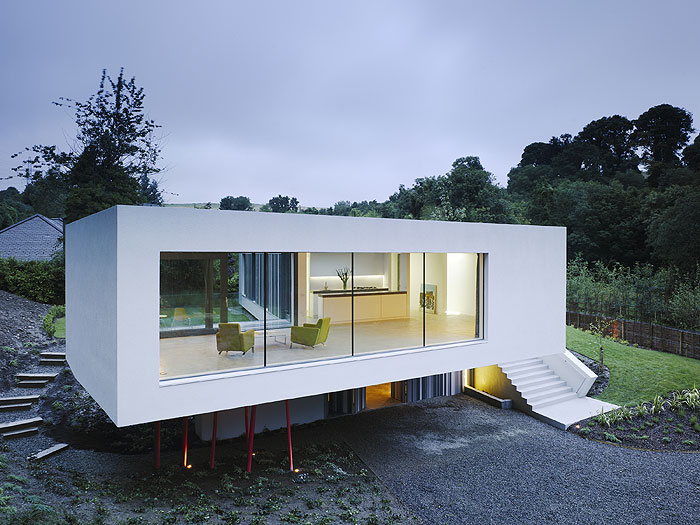Interiores minimalistas vivienda en wicklow hills for Casa minimalista harborview hills