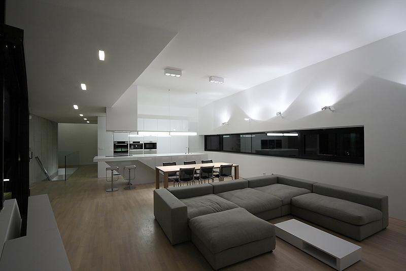 Casa minimalista en eslovaquia de paul ny hovorka architekti for Casa minimalista living