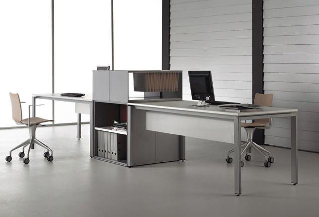 La oficina se mueve con el sistema de mobiliario LV06 de Jon